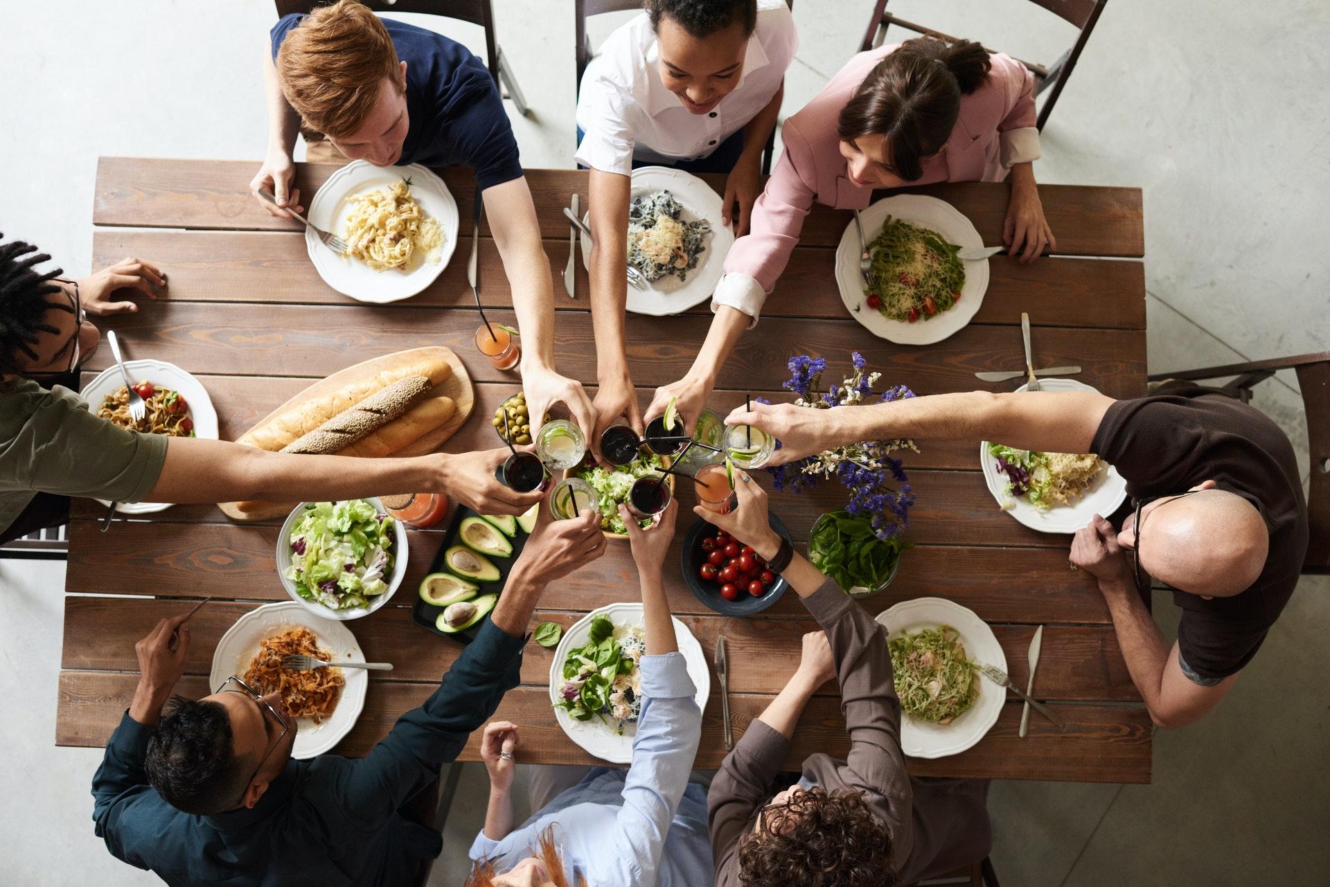 Illustration header de l'article 10 activités entre amis à faire à la maison